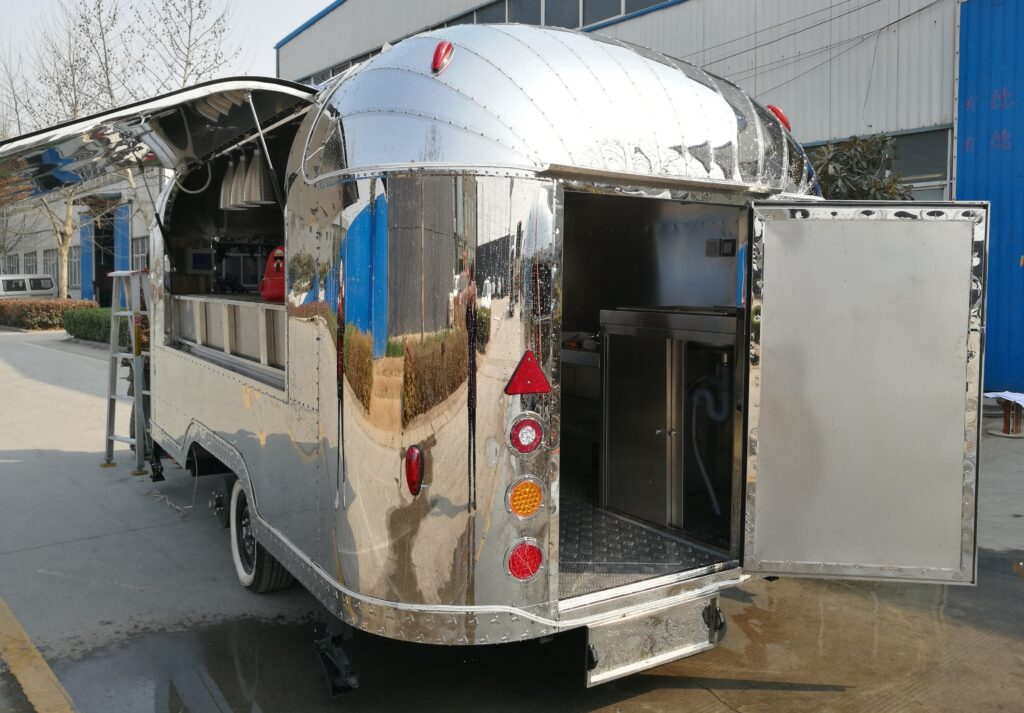 Catering, street food and mobile bar trailers: Silver Trailer 1024x713 Blog